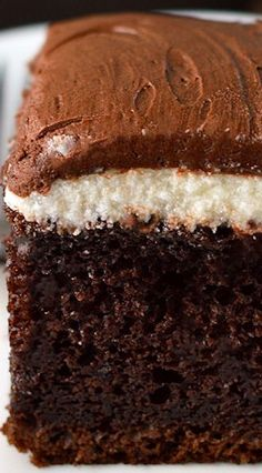 Chocolate Cream Cake ~ with the best ever chocolate frosting! Chocolate Cream Cake ~ with the best ever chocolate frosting! Chocolate Cream Cake, Chocolate Desserts, Chocolate Frosting, Chocolate Roulade, Chocolate Smoothies, Chocolate Shakeology, Chocolate Chocolate, 13 Desserts, Delicious Desserts
