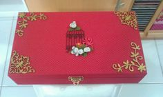 Caixa de maquiagem e jóias, forrada de tecido, chipboards com emboss