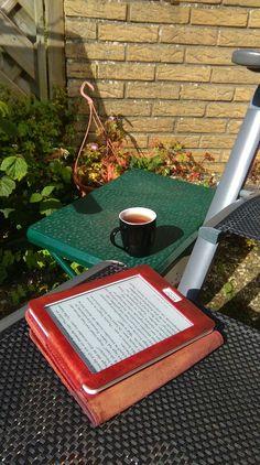 #synchroonkijken 2015 - dag 4: #waarde De #waarde van een rustig moment in de zon met hete thee en een boek