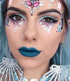 Tempted to try this mermaid queen makeup for Halloween this year.. Talk about glitz and glamour.