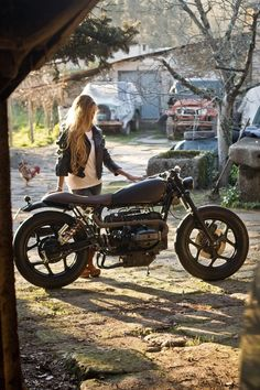 easyhey:Damm sexy #caferacergirl #chicasmoteras | caferacerpasion.com