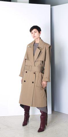 Balenciaga Giacca Donna colore Beige - Scopri le nuove collezioni di Donna nell'Online Store Ufficiale.
