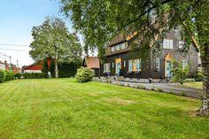 Greåker torg - Herskapelig villa med sjel og klassisk arkitektur - Sjelden mulighet! | FINN.no Real Estate, Cabin, Mansions, House Styles, Home Decor, Mansion Houses, Homemade Home Decor, Manor Houses, Cabins