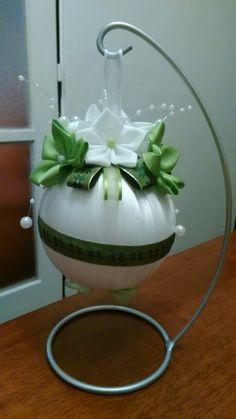 Vianočná bielo-zelená guľa