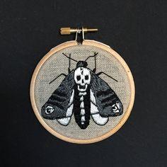 Embroidery hoop Death's head moth van Oeroeboeroe op Etsy