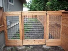 hog paneling?  what a great use for a gate or fence.