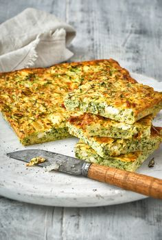 Griekse courgetteplaatkoek – Food And Drink Greek Recipes, Low Carb Recipes, Vegetarian Recipes, Healthy Recipes, Tapas, Healthy Drinks, Healthy Snacks, Quiches, Oven Dishes