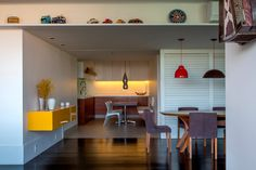 Uma decoração colorida, prática e aconchegante. Veja: https://casadevalentina.com.br/projetos/detalhes/colorido,-pratico-e-aconchegante-525 #details #interior #design #decoracao #detalhes #decor #home #casa #design #idea #ideia #color #cor #casadevalentina #kitchen #cozinha #diningroom #saladejantar
