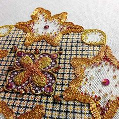 A design like this would make a beautiful caul for my ren. costume! http://jengoodwinembroidery.com/goldenmedallions.html