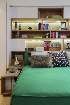 Cabeceira com nichos; quartos; headboard; bedroom; niches; shelves; fernanda marques.