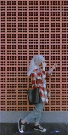 Discover recipes, home ideas, style inspiration and other ideas to try. Modest Fashion Hijab, Modern Hijab Fashion, Street Hijab Fashion, Casual Hijab Outfit, Ootd Hijab, Hijab Chic, Muslim Fashion, Style Fashion, Fashion Outfits