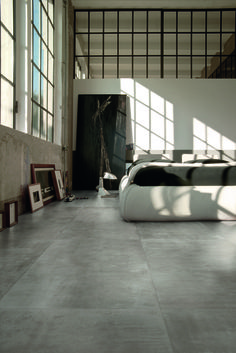 Concrete is one of interior designers' favourite materials, due to its industrial, contemporary connotations and its tactile nature, able to give de. Interior Walls, Bathroom Interior Design, Interior And Exterior, Floor Design, Tile Design, Warehouse Design, Concrete Tiles, Kitchen Flooring, Home And Living