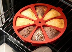 Da marca espanhola Lékué, a forma de silicone é para bolos redondos e já vem com 8 pedaços separados – não precisa nem cortar.
