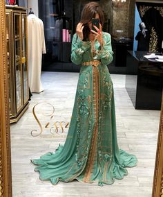 Black instead of mint Arab Fashion, Muslim Fashion, African Fashion, Kaftan Moroccan, Morrocan Dress, Arabic Dress, Caftan Dress, Hijab Dress, Moda Paris