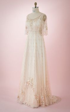 Boho-Style wedding dress of embroidered netting over a double silk satin slip dress, sweep train, mid-length sleeve, vintage/Hippie Inspired - Braut Vintage Hippie, Vintage Dresses, Nice Dresses, Vintage Outfits, Vintage Nightgown, Boho Fashion, Vintage Fashion, Bridal Gowns, Wedding Dresses