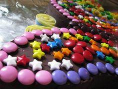 On vient de fêter l'anniversaire de naissance d'Arielle, la petite peste de ma soeur. Quand je dis peste, c'est avec tout l'amour du monde,... Gateaux Cake, Jus Detox, Birthday, Desserts, Kids, To Sleep, Zucchini, Apples, World