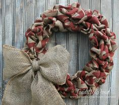 I lvoe the feel of this rustic, hearty burlap wreath..its perfect for any season but I love it around the fall holidays and Christmas too. Measures