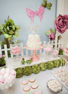 Love this elegant decor... Would be great for a baby shower or for a little girls birthday party!