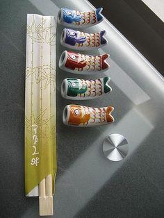 Rests for Japanese Chopsticks Japanese Colors, Japanese Style, Japanese Art, Japanese Food, Chopstick Holder, Chopstick Rest, Japanese Chopsticks, All About Japan, Sushi Set