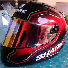 -- Fs shark race r pro guintoli size l kondisi mulus istimewa visor ada 3 clear, dark, iridium red gold. Shark Helmets, Karting, Red Gold, Dark, Cart