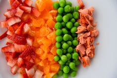 First Finger Foods for Baby: Examples may be: diced banana, diced cheese, etc. Baby First Finger Foods, Finger Foods For Kids, Healthy Finger Foods, Infant Finger Foods, Picky Toddler Meals, Kids Meals, Toddler Dinners, Toddler Lunches, Toddler Food