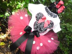 Love the black bow! Love the contrast