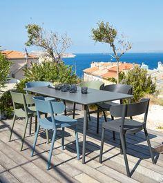 Look no further than the IZA BUSINESS Professional Blue Garden Chair. Metal Garden Table, Garden Table And Chairs, Patio Dining Chairs, Dining Furniture, Garden Furniture, Outdoor Furniture Sets, Outdoor Tables, Outdoor Spaces, Outdoor Decor
