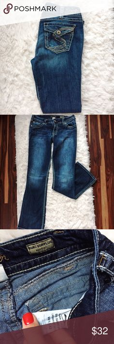 Silver Jeans Aiko surplus jeans size 31/32 Silver Jeans Suki surplus bootcut mid rise 31/32 jeans. Cut perfect for curvy bodies. Back button pockets with a button fly. Minimally worn. No wear or tear.  BUNDLE AND SAVE!! Silver Jeans Jeans Boot Cut