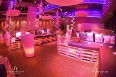Liegend-Restaurant mit Coolness-Faktor // Lying down restaurant with coolness factor