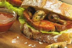 Sandwich de bifecitos de bondiola con hongos grillados