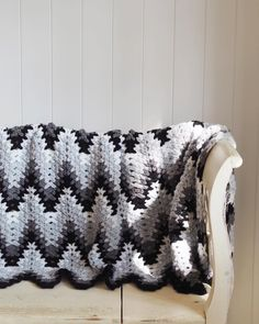 """Crochet zig zag blanket 182 Likes, 21 Comments - Emma Escott (@lululoves_uk) on Instagram: """"I can tell Autumn is near by the need to start blanket making...I'm determined to finish the zig…"""""""