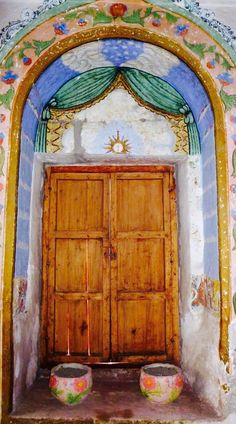 Peru Travel Inspiration - Santa Catalina Monastery ~ Arequipa, Peru: with over years of history and one of the most fascinating countries in the world, with breathtaking natural landmarks and a distinct and vibrant culture. Cool Doors, Unique Doors, Machu Picchu, Grand Entryway, Portal, Peru Travel, Inca, Door Knockers, Doorway