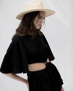 Janessa Leoné | Conscious Fashion | Neutral Capsule Wardrobe | Sustainable Style | Eco Lifestyle Blogger