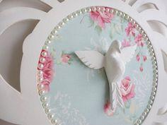 Proteja sua casa com o Espírito Santo e deixe o ambiente ainda mais bonito! <br> <br>Mandala em MDF pintado e fundo forrado em tecido.