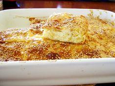 Υλικά: Ζύμη 220 γρ. γιαούρτι 1 κ.γ. σόδα 220 γρ. φυτικό βούτυρο 300 γρ. περίπου αλεύρι δυνατό Γέμιση 200 γρ. χαλούμι τριμμένο 250 γρ. μυζήθρα λιωμένη με πιρούνι 100 γρ. φέτα λιωμένη με πιρούνι λίγος δυόσμος ξερός 2 κ.γ. baking powder 3 αυγά Εκτέλεση: Βάζουμε σε λεκάνη το γιαούρτι Pita Recipes, Sweets Recipes, Greek Recipes, Snack Recipes, Cooking Recipes, Snacks, Vasilopita Recipe, Greek Pastries, Macedonian Food