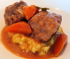 Red Wine Oxtail Stew Oxtail Stew, Pot Roast, Free Food, Red Wine, Ethnic Recipes, Carne Asada, Roast Beef