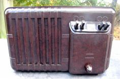 A very rare Machine Age 1938 Admiral radio in wonderful undamaged condition. Radio Record Player, Record Players, Antique Radio, Televisions, Tvs, Radios, Antiques, Item Number, Vintage