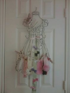 Hair Bow Storage   Vintage/Elegant Nursery Ideas - June 2011 Birth Club - Page 2 - BabyCenter