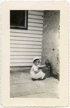 CUTE LITTLE GIRL FEEDING STRAY KITTY CAT FASHION HAT VINTAGE SNAPSHOT PHOTO