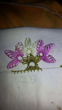 This Pin was discovered by TC Bead Crochet, Crochet Lace, Crochet Unique, Lace Art, Saree Tassels, Lace Border, Needle Lace, Lace Making, Crochet Flowers