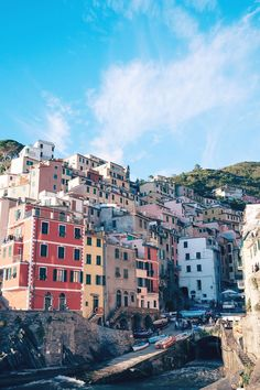 A guide to the best Airbnb apartment rentals in Italy, including Rome, Tuscany, Siena, Cinque Terre, Florence and Venice by travel blogger To Vogue or Bust