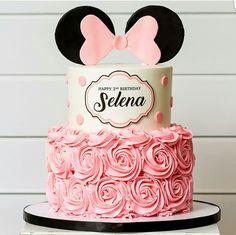 ▷ 1001 + ideas for the cutest Minnie Mouse cake for your little one happy birthday selena, two tier cake, white fondant, pink frosting, how to make a minnie mouse cake Minnie Mouse Cake Decorations, Minnie Mouse Cupcake Cake, Bolo Da Minnie Mouse, Minnie Mouse Birthday Cakes, Minnie Mouse Baby Shower, Minnie Mouse Party, Birthday Decorations, Cake Disney, Friends Cake