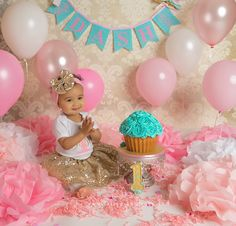Pink and Tiffany Blue themed cake smash session. Perfect for a first birthday photo session for a princess!