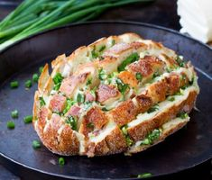 Do you love warm garlic bread? Do you love melted, gooey cheese? Ok, you need to try this Bloomin' Onion Bread Recipe then! Baby Potato Recipes, Bread Recipes, Cooking Recipes, Cooking Rice, Cooking Videos, Lunch Recipes, Blooming Onion Bread, Bloomin Onion, Pan Relleno