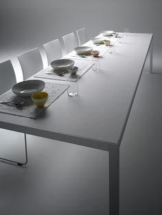 Discover all of the versions of MDF Italia KERAMIC tables. Either large-sized, square or rectangular. Choose the most-suitable one for your needs.