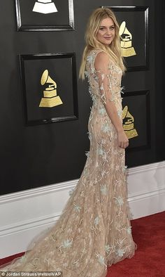 Kelsea Ballerini looked ethereal in a nude gown adorned with flowers. Bj The Chicago Kid, Nick Jonas Smile, Grammys 2017, Nude Gown, Best R&b, White Lace Mini Dress, Kelsea Ballerini, Dream Party, Green Gown