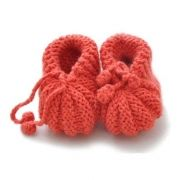 knitted babyshoes by Poppedeine