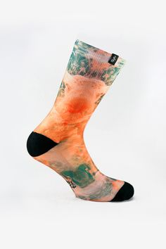 The softness of the forms taken by mixing liquidsis comparable to the sensitivity of the threads forming this sock. Inspired by the water and the rage of colors, this sock is essential to flow everyday. 14,95€