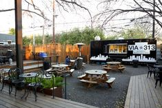 Another Patio Food Court with Austin Food Trucks and Trailers - Picture of Austin Food Tours by Food Tasting Network - Tripadvisor Outdoor Cafe, Outdoor Food, Outdoor Seating, Outdoor Dining, Food Court Design, Food Truck Design, Food Trucks, Outdoor Restaurant Design, Warehouse Renovation