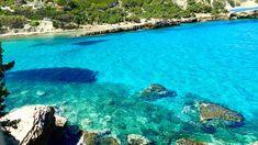 47 mavi bayraklı plajı, sayısız Biz Evde Yokuz bayraklı koyu olan İzmir'de nerede denize girilir? Yüzmeye doyamayacağınız en güzel İzmir plajları & koyları.